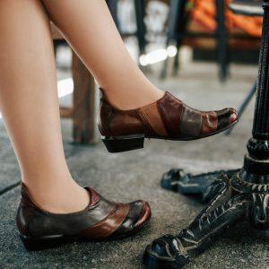 נעליים בשילוב צבעים