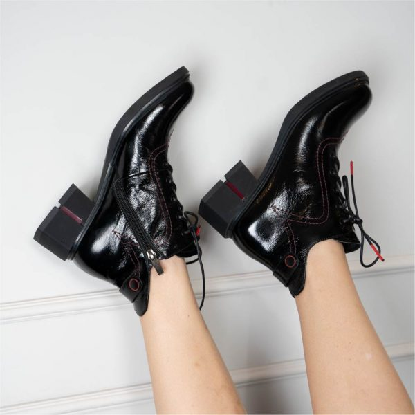 נעל שרוך עקב מעוצב