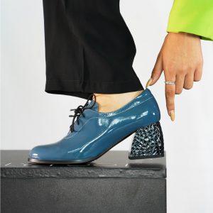נעל שרוך חרטום מרובע